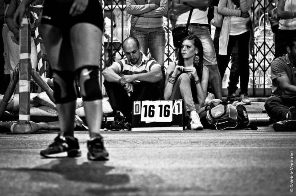 Corsi e ricorsi storici, tra sport, delinquenti e scavalcatori di muretti